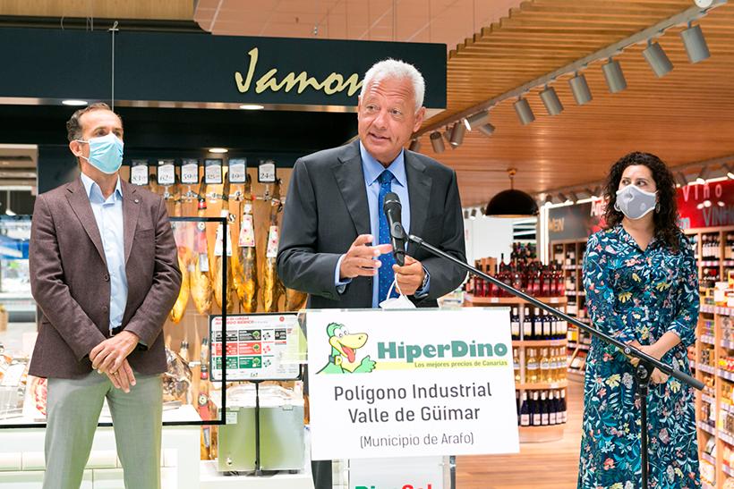 Javier Puga, consejero delegado de DinoSol Supermercados, durante la inauguración de la nueva tienda en el Polígono de Güímar