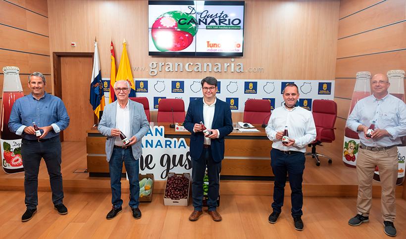 Miguel Hidalgo, Juan Manuel Gabella, Jaime Hernández e Ibán Medina, durante la presentación de los zumos