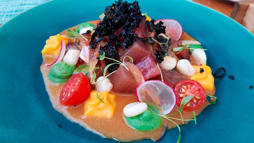 Nikkei de atún de temporada, con aguacate, soja y alga nori, del restaurante Qapaq | Foto: José L. Conde