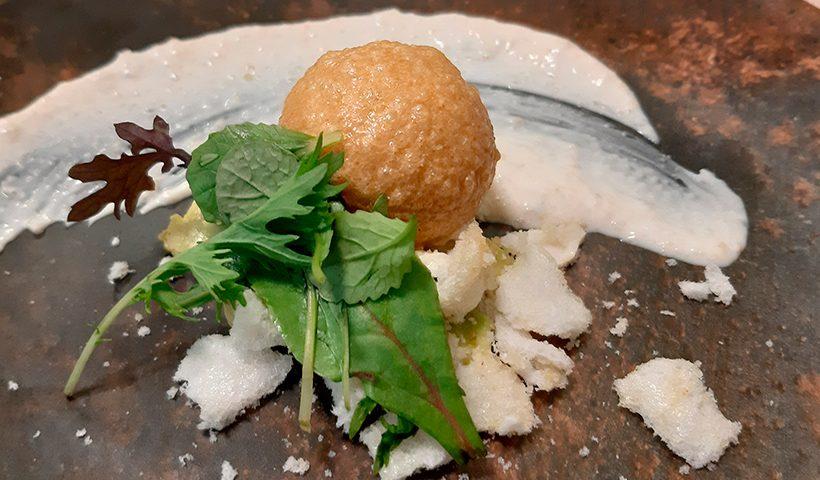 Cocoon de cangrejo real, tartar de aguacate y kimchee, del restaurante Solana   Foto: José L. Conde