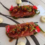 Tiradito de atún con alga wakame, vinagreta y mayonesa de wasabi | Foto: José L. Conde