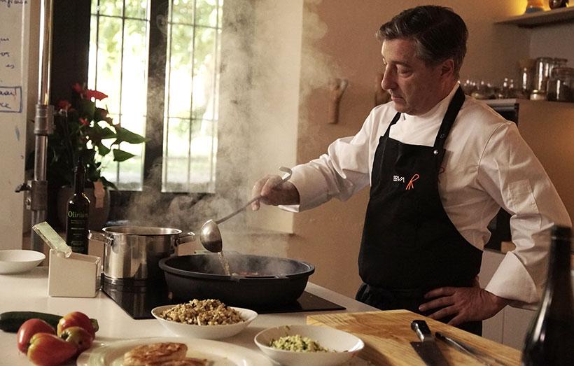 Joan Roca prepara el pollo con samfaina, la propuesta de julio de 'Gastronomía Sostenible'