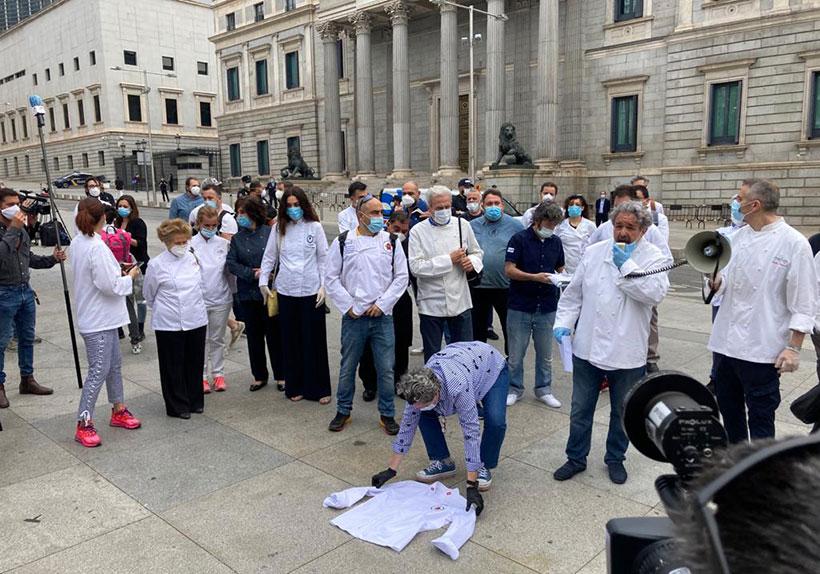 Protestas de los empresarios de la restauración frente al Congreso de los Diputados