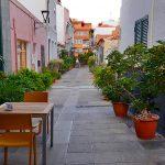 Vista del callejón donde se ubica la terraza del restaurante   Foto: José L. Conde