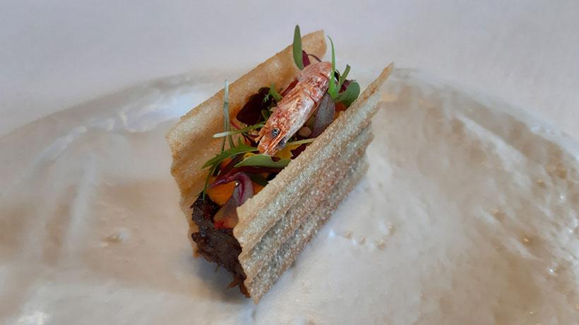 Bocadillo de rabo con mayonesa de pimienta fermentada, de Icíar Perez en el restaurante Poemas by Hermanos Padrón | Foto: José L. Conde