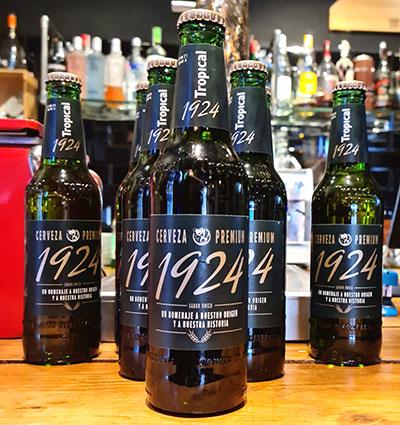 Botellas de la nueva cerveza Tropical