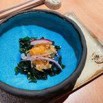El aperitivo: tartar de salmón noruego sobre cama de wakame