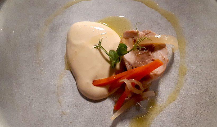 Conejo y su 'foie' en pil pil de escabeche, uno de los platos de cocina al vacío de Tony Botella   Foto: José L. Conde