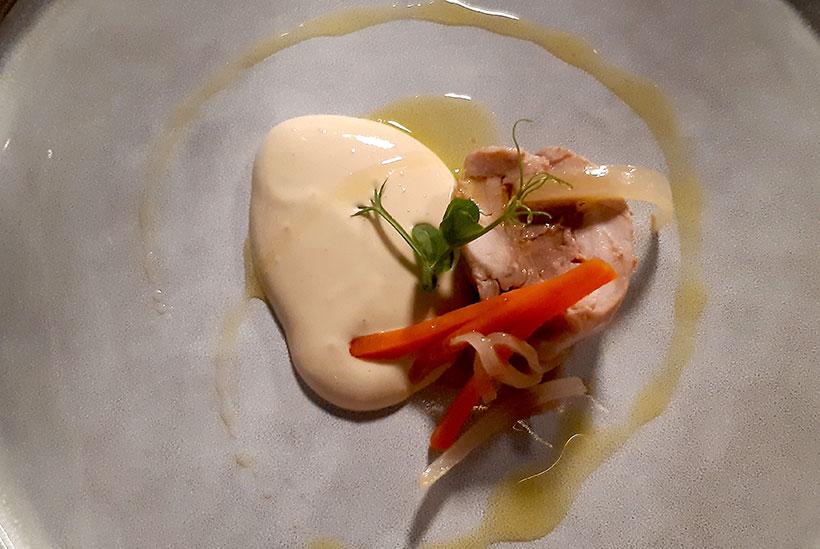 Conejo y su 'foie' en pil pil de escabeche, uno de los platos de cocina al vacío de Tony Botella | Foto: José L. Conde
