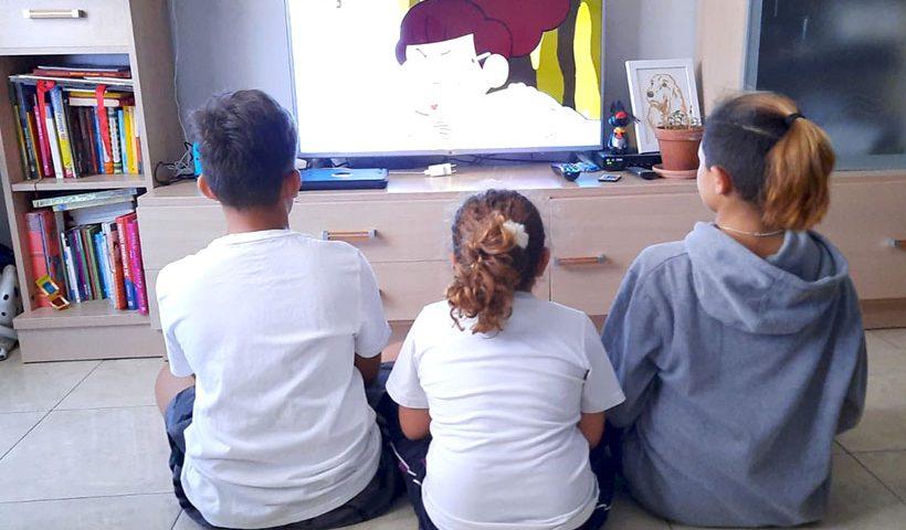 La tele es la más efectiva a la hora de persuadir a los niños para que consuman productos de bajo nivel nutritivo   Foto: J. L. Conde