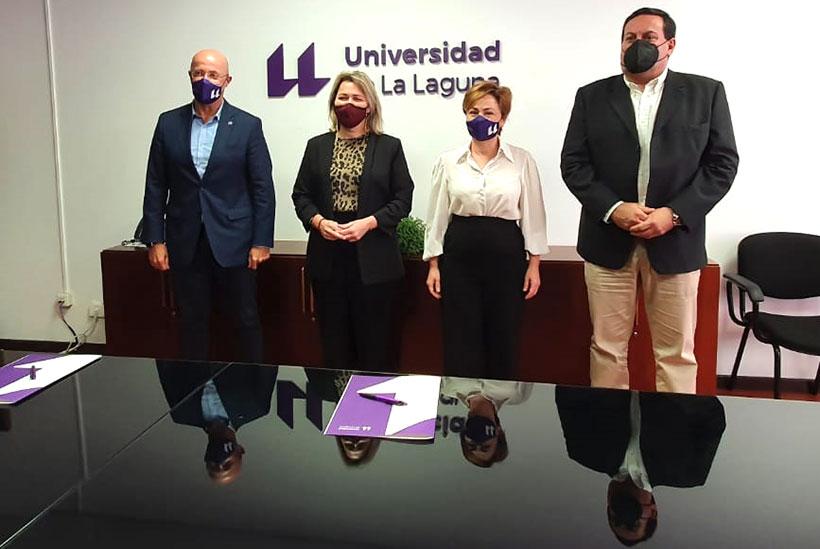Foto de familia tras el acuerdo entre el ICCA y la ULL