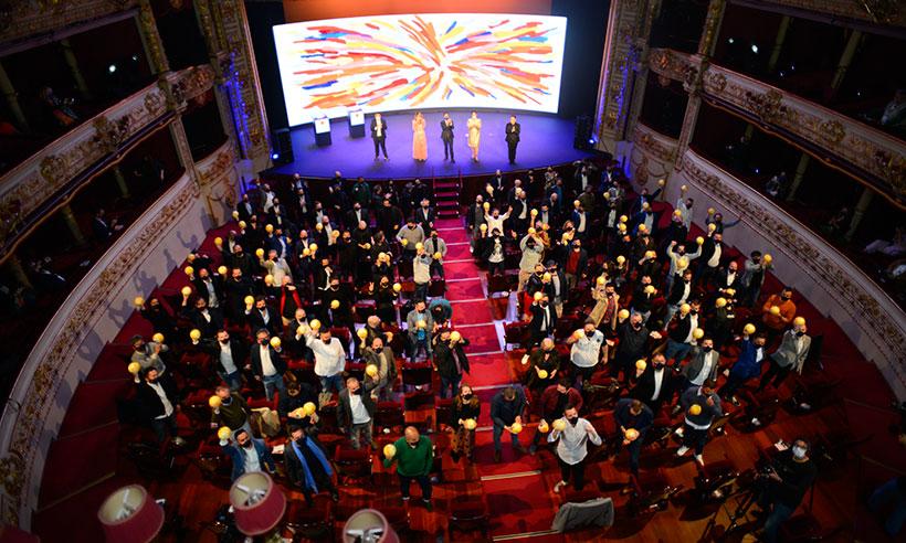 Foto de familia de la entrega de los Soles Repsol el Teatro Victoria Eugenia de San Sebastián