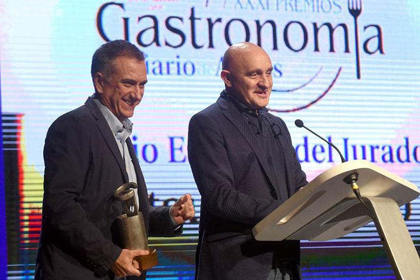 Toño Pérez y José Polo reciben el premio gastronómico de Diario de Avisos | Foto: Sergio Méndez