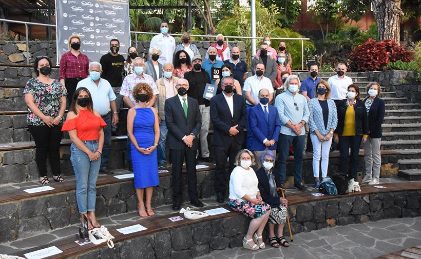 Foto de familia de los homenajeados en Santa Úrsula
