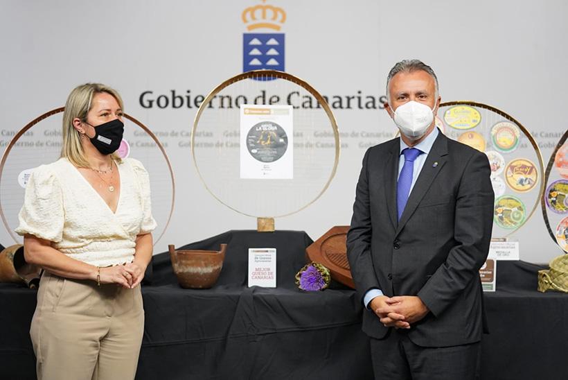 Ángel Víctor Torres y Alicia Vanoostende dieron a conocer el fallo del jurado