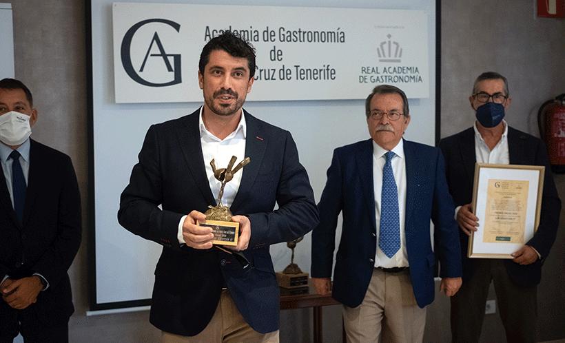 Alberto González Margallo recoge el premio de la Academia de Gastronomía de Santa Cruz de Tenerife | Foto: Fran Pallero