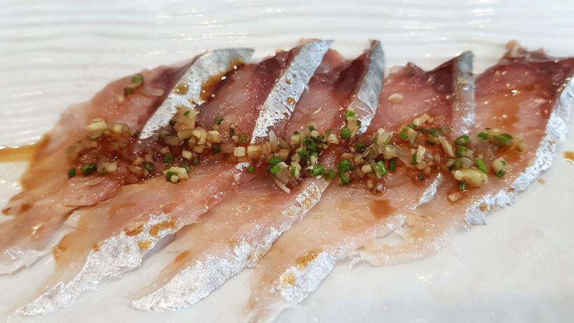 Usuzukury de caballa, en el restaurante Kazan | Foto: José L. Conde